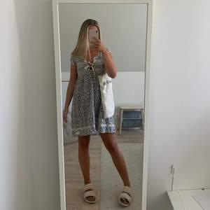 En sommarklänning ifrån Odd Molly 💫💫  Storlek 0 vilket motsvarar xs/s. Klänningen är i superfint skick!