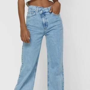Super snygga jeans från Stradivarius i färgen blue. Köpte dem på Zalando och dom är inprincip helt nya då ja bara användt dom 2ggr!! Nypris 359kr och är i storlek 36❤️ Skriv privat för fler bilder eller frågor