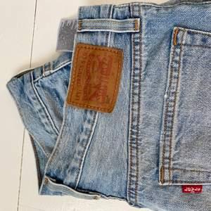 Levis jeansshorts, storlek 28. I bra skick inga slitningar💙