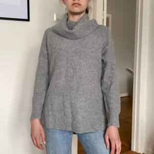 Esprit Långa gråa stickadtröja! Normalt passform! Bra skick och i storlek XS💞