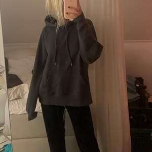 gråtvättad hoodie i storlek XS, men mer som en S-M! Jag är 167cm, frakt går på 66kr