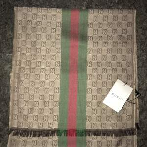 Jätte fin Gucci scarf som är helt ny och oanvänd. ( ej äkta )