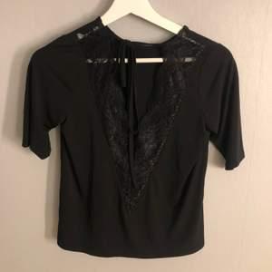 Jättefin svart blus, använd 1 gång! Köparen står för frakten❗️
