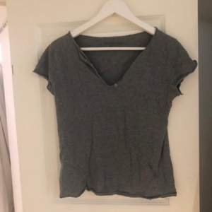 Zadig tröja. Köpt här på Plick, aldrig använd av mig utan endast använd av tidigare ägare. Ny pris 1000kr