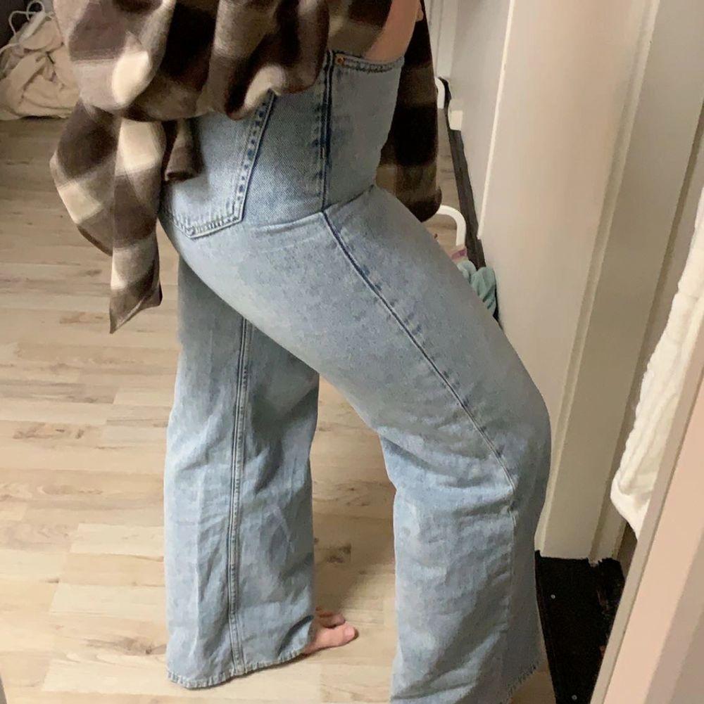 Säljer mina absoluta favorit jeans då dom blivit en aning försmå! Använda några gånger men det är inga defekter (frakten ingår ej i priset). Jeans & Byxor.