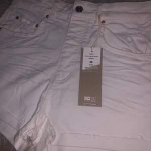 Helt nya vita short som jag inte har till någon användning av❣️