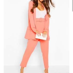 använd en gång, i färgen pink rosa inte som på bilden, jätte fin på