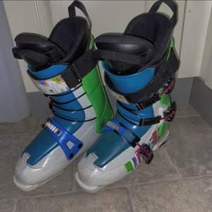 Slalom pjäxor storlek 26,5 men passar 38-40, 302mm på utsidan