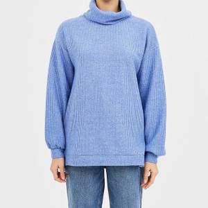 En supermysig stickad tröja ifrån Strandbirus, storlek S! Använd 1 gång så att den är som ny! Köpt för 300, säljer för 89💞 pris går att diskutera vid snabb affär🤜🏼🤛🏼