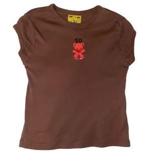 Söker denna bruna tröja från unif i storlek xs/s medium funkar också. Hör av dig