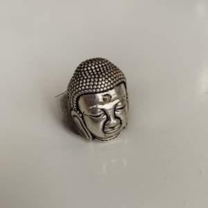 Säljer denna fina buddharing som köptes för några månader sedan men inte längre används!