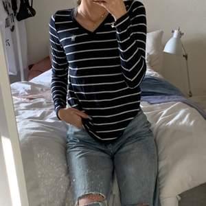 Fin tröja från abercrombie i barnstorlek men den passar mig som vanligtvis har strl xs. Titta gärna in mina andra annonser då jag kan samfrakta ❤️