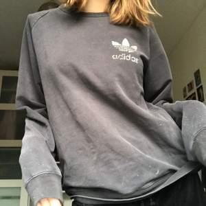 Vintage grå Adidas tröja. Storlek M🥰