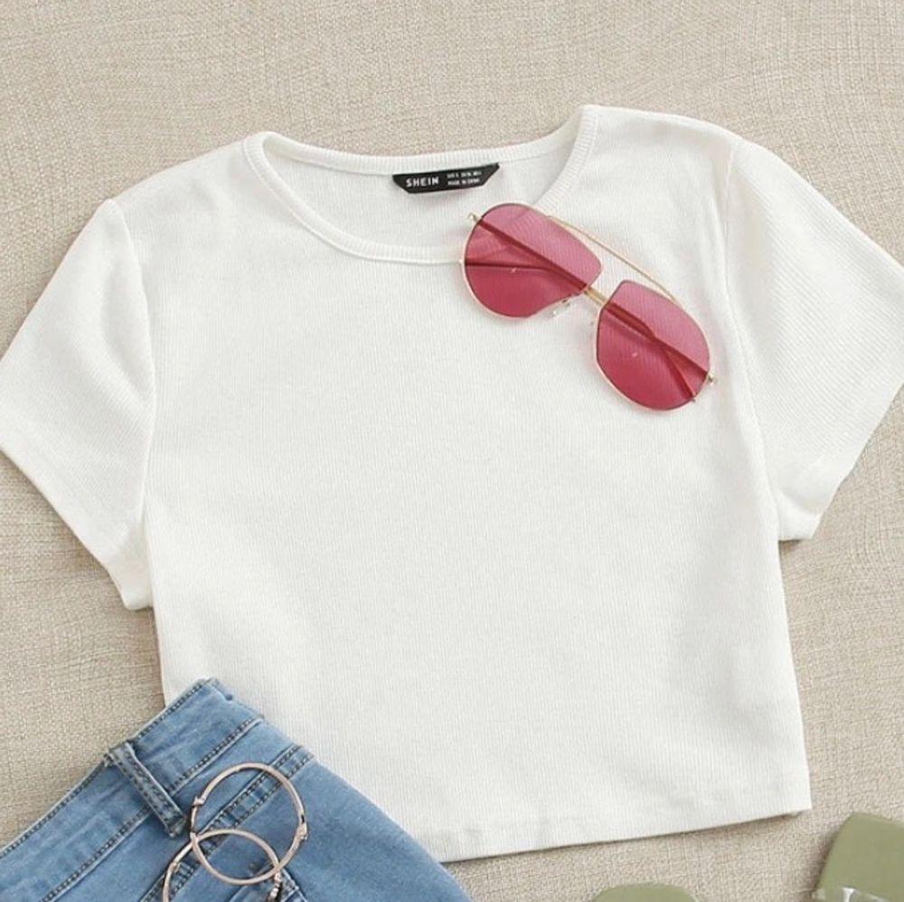 Jättefin t-shirt! Säljer den då den var lite lite genomskilnig! Aldrig använd. T-shirts.