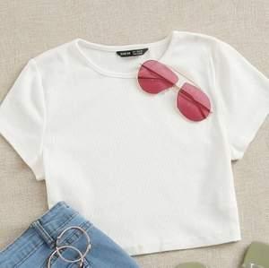 Jättefin t-shirt! Säljer den då den var lite lite genomskilnig! Aldrig använd