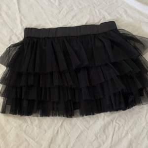 Tvär cute mini kjol, aldrig använt men sitter tvär cute o najs!