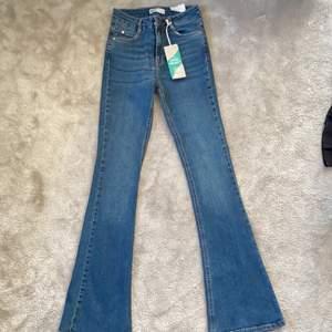 Nya oanvända bootcut jeans (lappen kvar) från gina                Stl. Xs  vid snabb affär sänker jag priset