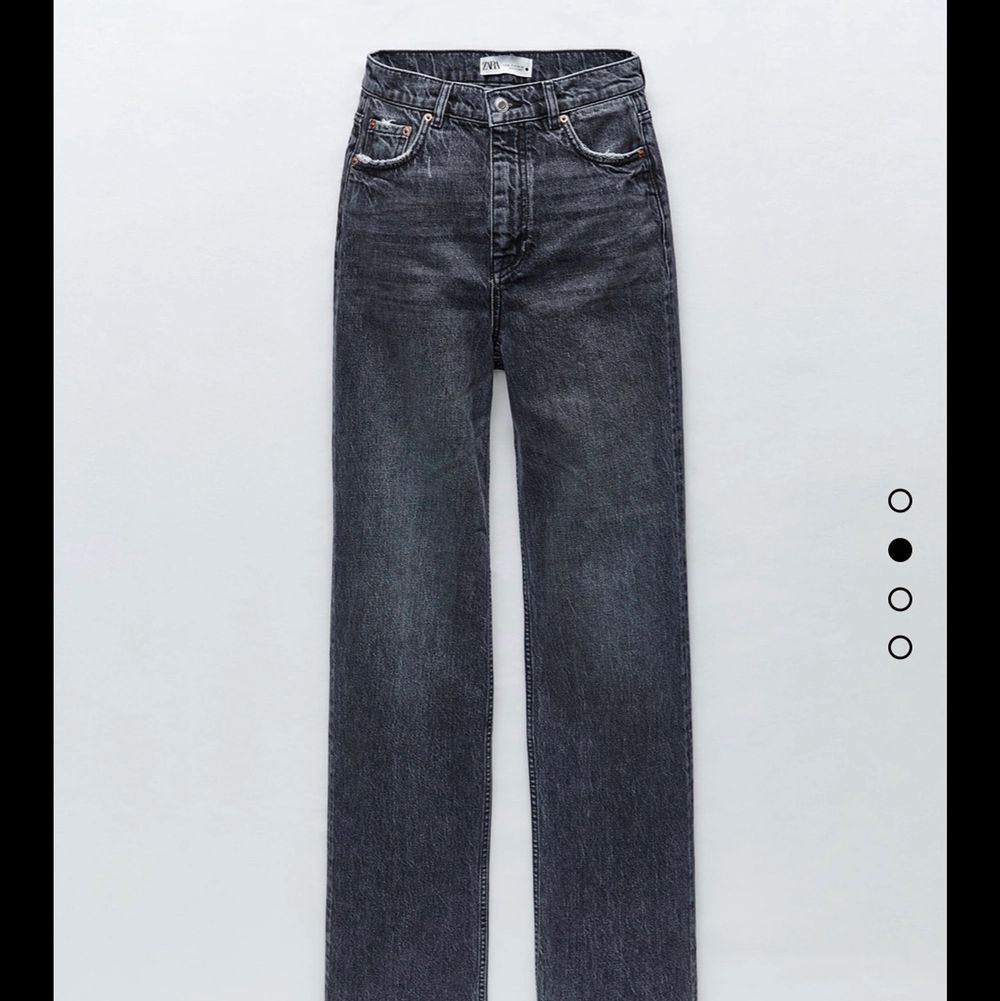 mid rise jeans från zara i nytt skick, använda fåtal gånger💘!! BUD : 300+frakt . Jeans & Byxor.
