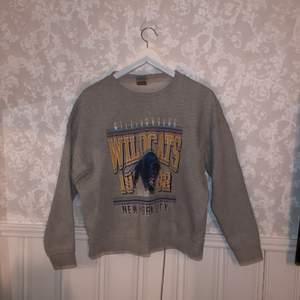 Fin sweatshirt från Gina Trico i storlek S. Säljer då den är för liten för mig som är 172cm. Den är i fint skick och köparen står för frakten!💕