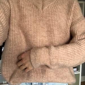 Stickad tröja från Gina Tricot. Gammalrosa typ. Köpare står för frakt
