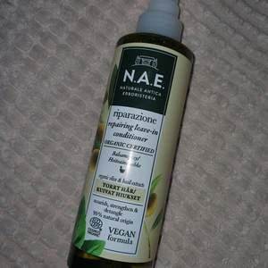 Leave in balsam spray som reparerar håret, helt vegansk. En sak på köpet