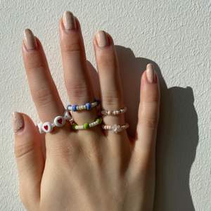 Säljer pärl ringar som är handgjorda av glas pärlor. En ring för 25kr totalt💫 2 ringar för 40kr totalt❤️