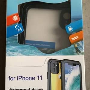 Waterproof heavy duty case, skyddar mot allt. Köpte till fel mobil, passar iPhone 11. Köptes för 200kr