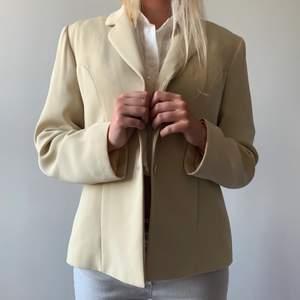 Köp på hemsidan eller här via swish: www.mosh-Clothing.com