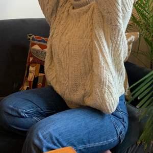 Krämvit spräcklig oversized stickad! Supermysig!