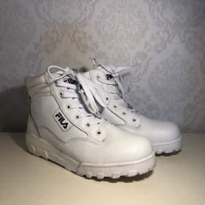 Snygga Fila skor som är lite använda🌸