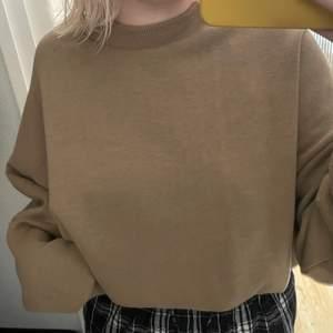 Jättefin brun sweatshirt från ASOS, storlek 38 och är oversized❤️ frakt tillkommer utöver priset