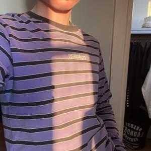 En långärmad tröja som jag knappt har använt, den är i stl S/M, den är köpt på carlings och är unisex