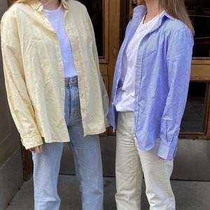 Säljer dessa tillsammans med mitt uf företag: @refaireuf på instagram🤍 Gul skjorta - SÅLD. Blå skjorta - Storlek XSMALL!! Frakt tillkommer på 66kr.