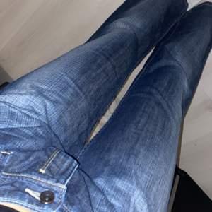 Snygga lågmidjade baggy jeans