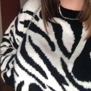 Ascool stickad tröja med Zebra mönster! Frakt tillkommer🖤🤍