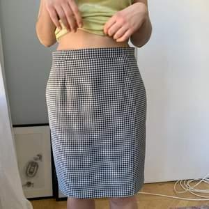 Retro HM kjol! Knappt använd! Super snygg! Hör av dig vid intresse!💕