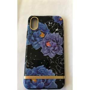 iPhone X skal. Jättefint med lila blommor. 3D skyddar mobilen 360 grader. Som nytt. Frakt (12-24kr)