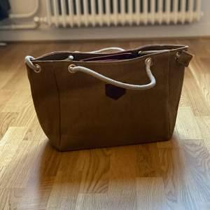 Super fin väska! Aldrig använd!