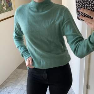 Så skön tröja från Vila som tyvärr inte kommer till användning. Storlek M men passar S 💕
