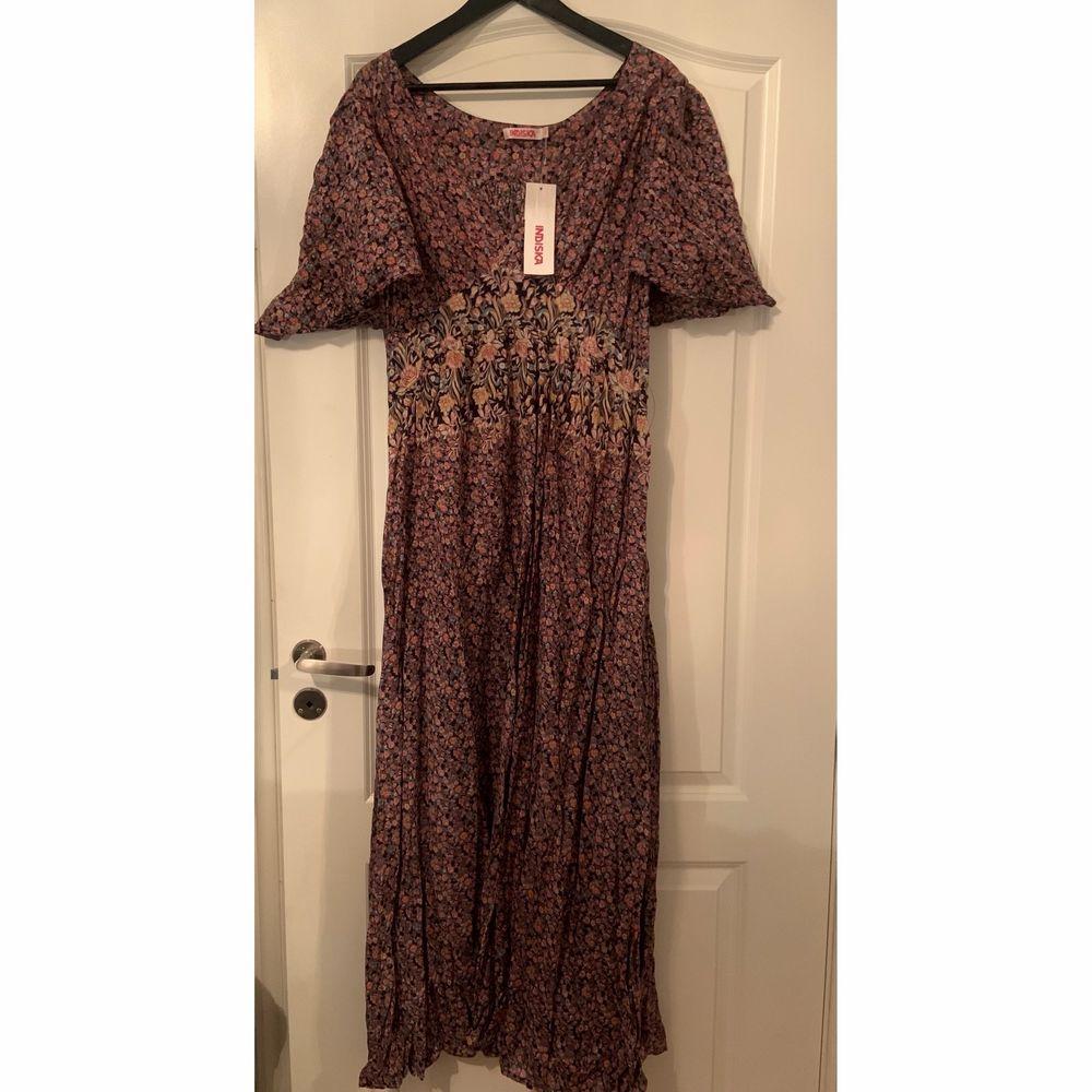 En klänning från indiska, skriv vid intresse 💕. Klänningar.