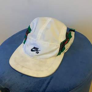 This Nike sb hat is light and perfect for the warm seasons ahead of us. This hat is stylish and the model is Pretty rare.