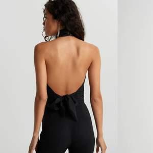 Så snygg och populär topp från Gina med öppen rygg😍 använd en gång så den är som ny❤️ frakt står köparen för 🚚 högsta bud : 240. Köpt direkt för 300