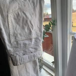 Säljer dessa jättefina Voyage Jeans från Weekday då de ej kommit till användning typ alls. Finns inga fel eller så på dom eftersom jag inte använt dom mycket💕✨