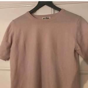 Intressekoll på min jättesöta rosa soft goat tröja i cashmere💖buda, nypris 1095