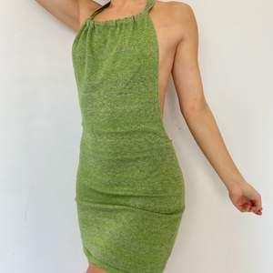 Helt ny klänning i storlek small, 399 sek🔒 justerbara band i nacken🤍