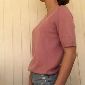 Säljer denna tröja tillsammans med mitt uf företag @refaireuf på instagram🤎 Storlek - S. Fraktkostand tillkommer på 48kr📦 Hör av dig om du är intresserad:)!