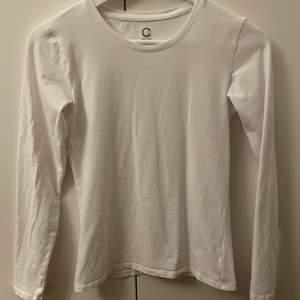 En vit tröja från Cubus som jag köpte förra månaden för 150 kr den är använd endast en gång och såklart tvättad. Inga fläckar på tröjan eller hål. 💞
