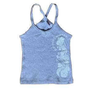 supergulligt y2k linne som passar xs-s och är helt oanvänd!🤍 frakten är 24 kr