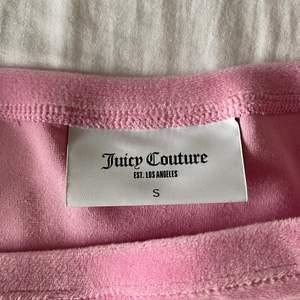 Topp från Juicy Couture! Endast provad hemma ett par gånger men kommer ej till användning så säljer den därför nu