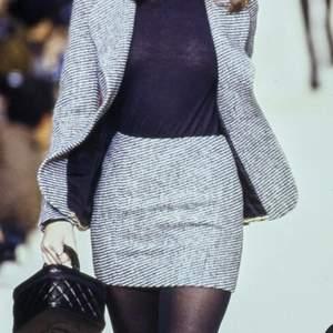 Chanel liknande kjol från hm i det klassiska mönstert🥂 Liknar kjolar som Lilly Rosé Depp har haft på sig!